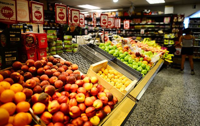 Fruit and Vegetables Shelf